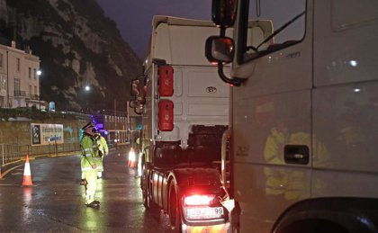 R.Unido.- Rescatan a 18 personas de la bodega de un camión refrigerado en el sureste de Inglaterra