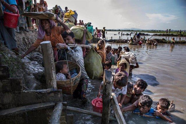 Archivo - Refugiados rohingya llegando a Bangladesh