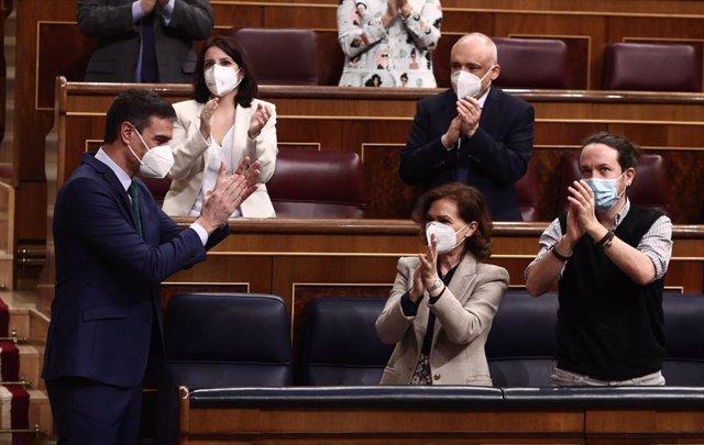 (E-D) La portaveu parlamentària del PSOE, Adriana Lastra; el secretari general del grup socialista al Congrés, Rafael Simancas; i la vicepresidenta primera i ministra de Presidència, Relacions amb les Corts i Memòria Democràtica, Carmen Calvo.