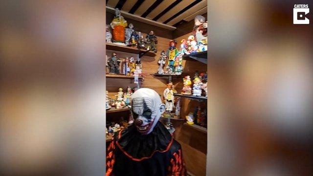 """Este hombre documenta su estancia en el 'Clown Motel', considerado """"el hotel más terrorífico de Estados Unidos"""""""