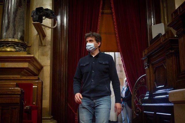 El president d'ERC al Parlament, Sergi Sabrià, arriba a la Diputació Permanent del Parlament. Catalunya (Espanya), 24 de febrer del 2021.