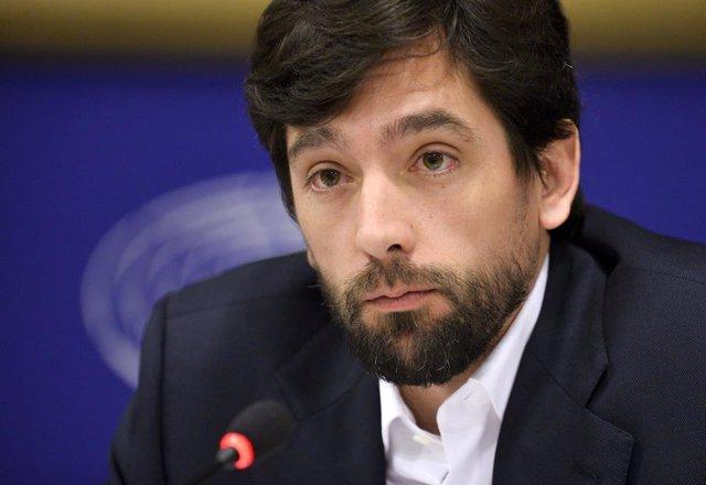 Archivo - Arxiu - El president de la Comissió d'Afers Jurídics del Parlament Europeu, Adrián Vázquez.