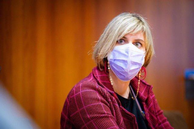 La consellera de Salud de la Generalitat en funciones, Alba Vergés, durante su visita al Hospital Clínic de Barcelona