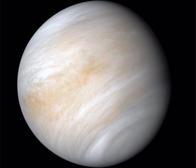 La Nave Espacial Mariner 10 De La NASA Capturó Esta Imagen De Venus, Que Ha Sido Mejorada Para Mostrar Las Nubes De Ácido Sulfúrico Del Planeta Con Mayor Detalle.