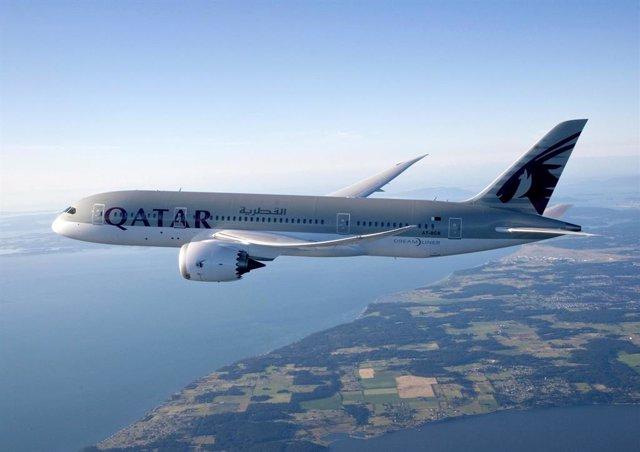 Archivo - Avión de Qatar Airways