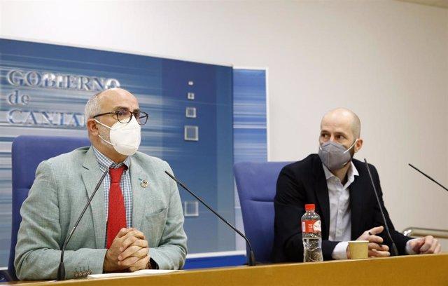 El consejero de Sanidad, Miguel Rodríguez, y el director general de Salud Pública, Reinhard Wallmann, informan sobre la evolución epidemiológica en Cantabria.