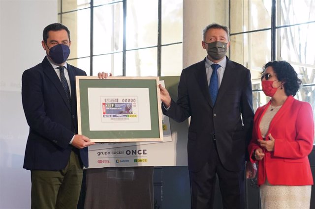 El presidente de la Junta asiste a la presentación del cupón de la ONCE conmemorativo del Día de Andalucía, que homenajea a los sanitarios