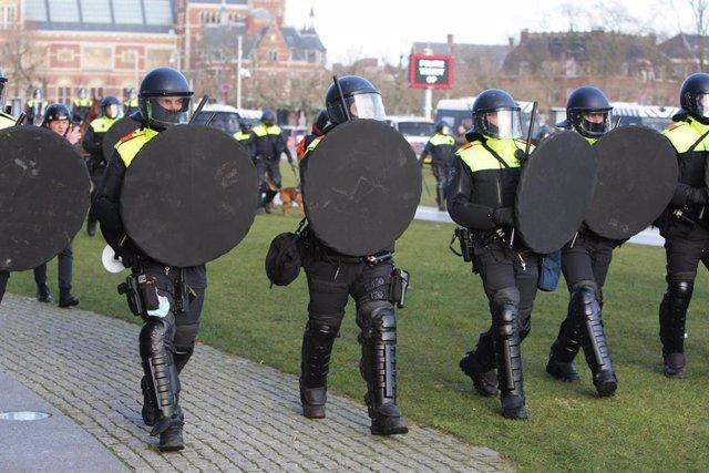 Policía de Países Bajos en Ámsterdam.