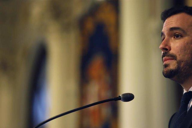 El ministro de Consumo, Alberto Garzón, se dirige al público asistente después de visitar el Ayuntamiento de Málaga a 24 de febrero 2021