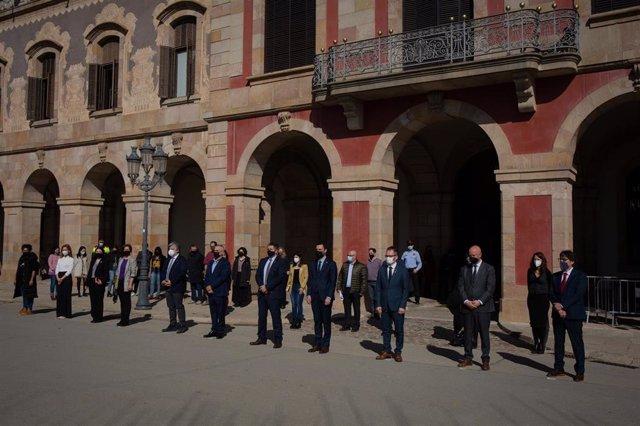 El Parlament guarda un minuto de silencio por la mujer asesinada en Badia del Vallès (Barcelona)