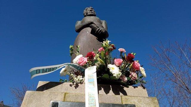 Ofrenda floral a Rosalía en Ferrol