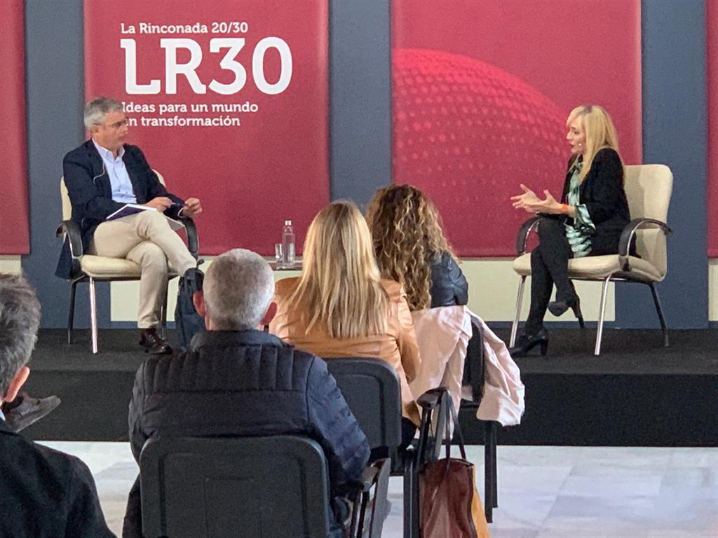Carmen Castilla reivindica los derechos laborales en las jornadas LR20/30 de La Rinconada:  No han caído del cielo