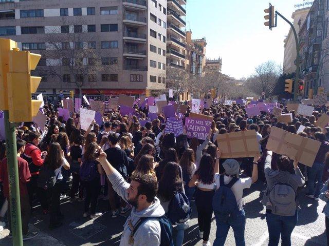 Archivo - Concentración de estudiantes por el Día de la Mujer, 8M