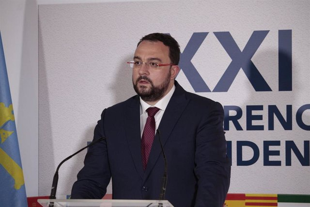 Archivo - El presidente de Asturias, Adrián Barbón