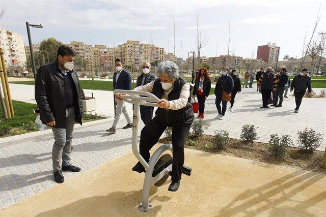 Concluyen los trabajos de urbanización tras mantener el parque cerrado unas semanas para que el césped arraigara