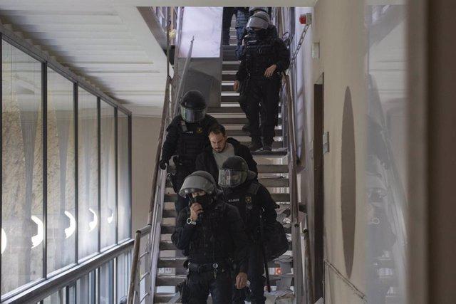 Els Mossos arresten Pablo Hasél a Lleida. Catalunya (Espanya), 16 de febrer del 2021.
