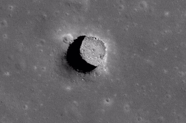 Pozo en las colinas Marius de la Luna