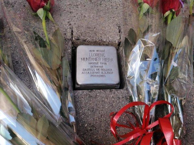 Una de las piedras de la memoria democrática instalada en Artà.