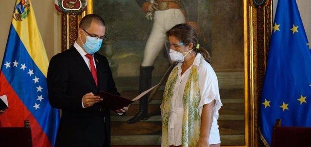 Jorge Arreaza rep l'ambaixadora de la UE, Isabel Brilhante Pedrosa