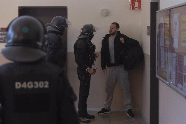Los Mossos durante su actuación para detener a Pablo Hasél en la Universidad de Lleida, el pasado 16 de febrero