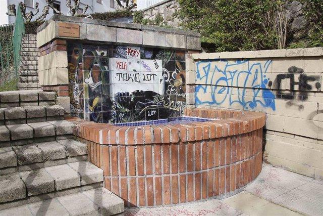 Fuente de José Luis Zumeta atacada con grafitis