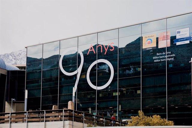 Sede del grupo Andbank, en Escaldes-Engordany (Andorra), con el logotipo del 90 aniversario que cumple en 2021