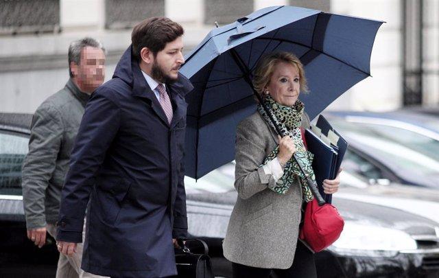 Archivo - La expresidenta de la Comunidad de Madrid Esperanza Aguirre se dirige a la Audiencia Nacional de Madrid, donde testificará en relación a la presunta 'caja B' del PP regional, en Madrid (España), a 18 de octubre de 2019.