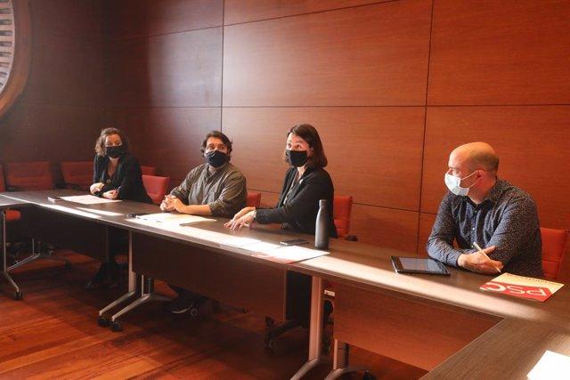 Els diputats electes del PSC Alícia Romero, Ferran Pedret, Eva Granados i Raúl Moreno en la reunió que han mantingut amb els comuns.