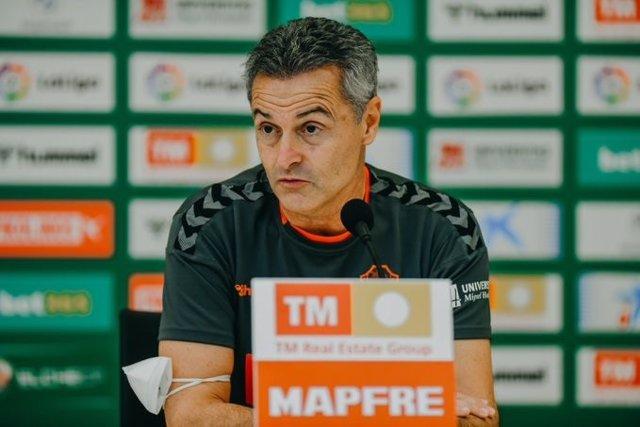 El entrenador del Elche, Fran Escribá, en rueda de prensa