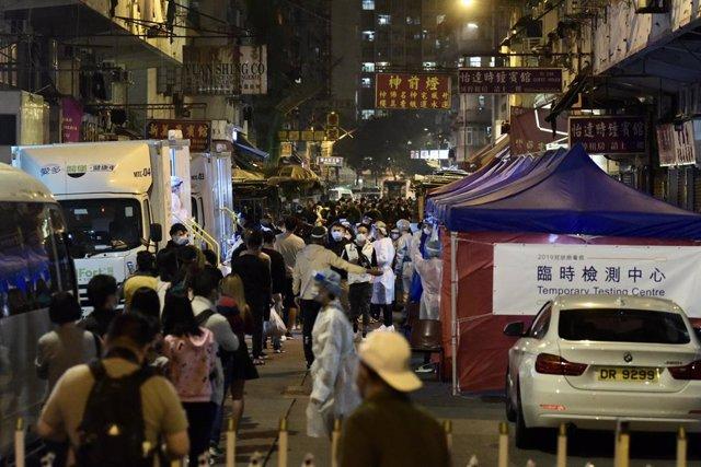 02 February 2021, China, Hong Kong: Residents of the 17 buildings that were blocked are wait to undergo the compulsory coronavirus (COVID-19) tests. Photo: -/TPG via ZUMA Press/dpa