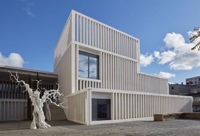 Archivo - Una de las fachadas del Museo de Arte Contemporáneo Helga de Alvear