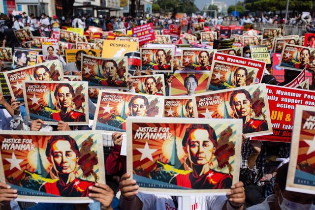 17 February 2021, Myanmar, Yangon: Protesters holds placards and portraits of Myanmar's ousted civilian leader Aung San Suu Kyi during a protest against the military coup. Photo: Aung Kyaw Htet/SOPA Images via ZUMA Wire/dpa