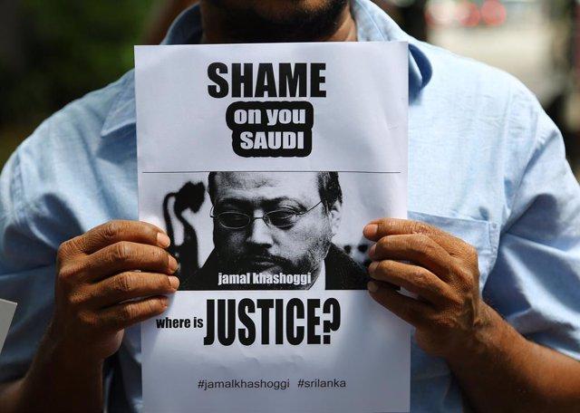 Manifestación en Sri Lanka en protesta contra el asesinato del periodista saudí Jamal Khashoggi por parte de los servicios de Inteligencia de Arabía Saudí.