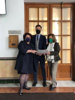 Los parlamentarios andaluces del PSOE Teresa Jiménez, Juan José Martín Arcos, y María José Sánchez Rubio