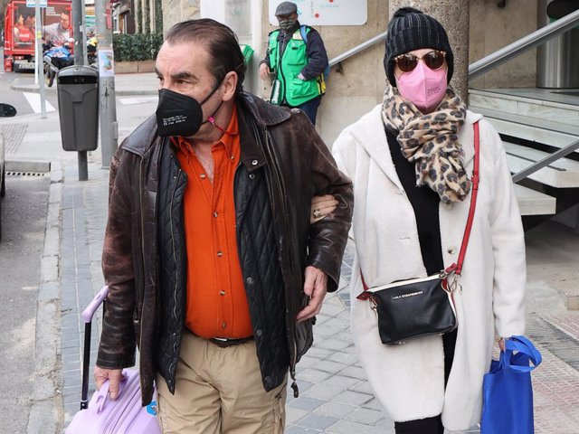 Lydia Lozano ha abandonado el hospital del brazo de su marido, Charly