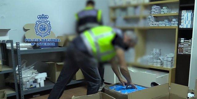 Agentes con las sustancias anabolizantes intervenidas en la operación