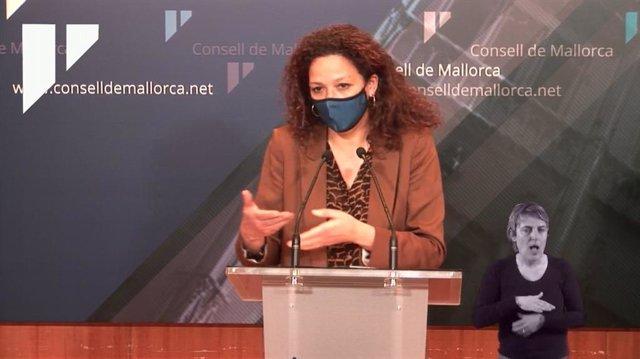 La presidenta del Consell de Mallorca, Catalina Cladera, durante una rueda de prensa.