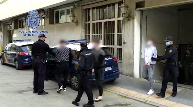 """Nota De Prensa: """"La Policía Nacional Detiene A Un Grupo Organizado Itinerante Desplazado Desde Zaragoza Para Robar Establecimientos Utilizando Tapas De Alcantarilla"""""""