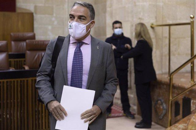 Archivo - El consejero de la Presidencia, Administración Pública e Interior, Elías Bendodo, en el Pleno del Parlamento, en una imagen de 21 de enero.