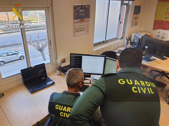Agentes de la Guardia Civil en investigación