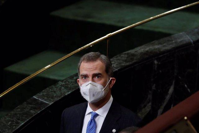El rey Felipe VI durante una visita al hemiciclo del Congreso de los Diputados este martes con motivo del 40 aniversario del 23F, en Madrid, (España), a 23 de febrero de 2021. El acto, que cuenta con la presencia de representantes políticos a excepción de