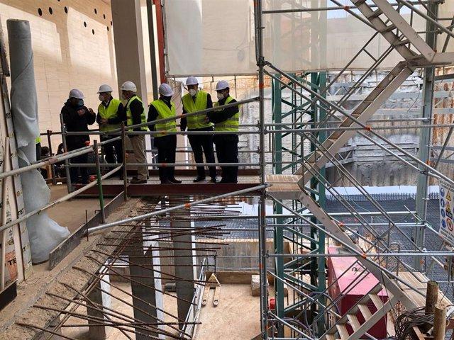 La estabilización del perímetro y cimentación del solar entre el actual edificio y el Palacio Marqués de Tosos termina la próxima semana