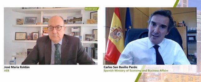 El director general del Tesoro, Carlos San Basilio (dcha), y el presidente de AEB, José María Roldán (izq), en la jornada organizada por la Asociación de Mercados Financieros en Europa (AFME).