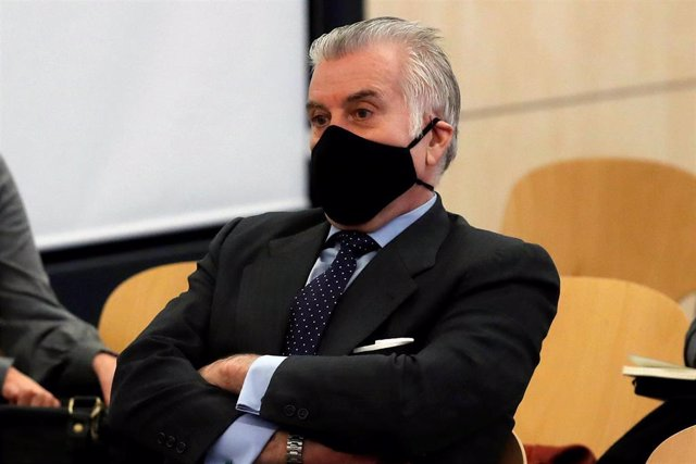 El extesorero del PP Luis Bárcenas durante el juicio por la presunta caja 'b' del PP, que comienza este lunes, en San Fernando de Henares, Madrid, (España), a 8 de febrero de 2021. El juicio se centrará en las declaraciones de Bárcenas después de que remi