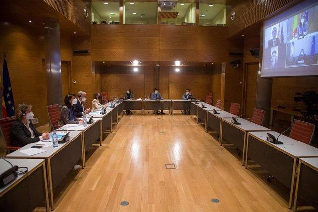 La presidenta del Senado de España, Pilar Llop, se reúne telemáticamente con su homóloga de Rumanía, Anca Dragu.