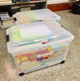 El Govern facilita préstamos de libros, álbumes ilustrados, láminas y juegos a alumnos recién llegados.