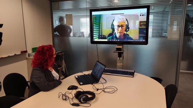 El Ayuntamiento de Barcelona impulsa un servicio de atención ciudadana para hacer trámites por videoconferencia