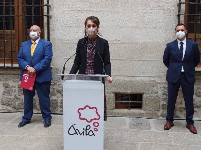 Presentación del proyecto de Presupuestos del Ayuntamiento de Ávila por la teniente de alcalde de Hacienda, Ángela García.