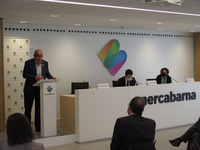 (E-D) El conseller d'Educació en funcions de la Generalitat, Josep Bargalló, el vicepresident en funcions, Pere Aragonès, i la regidora de Comerç, Mercats i Consum de l'Ajuntament de Barcelona, Montserrat Ballarín, en una roda de premsa.