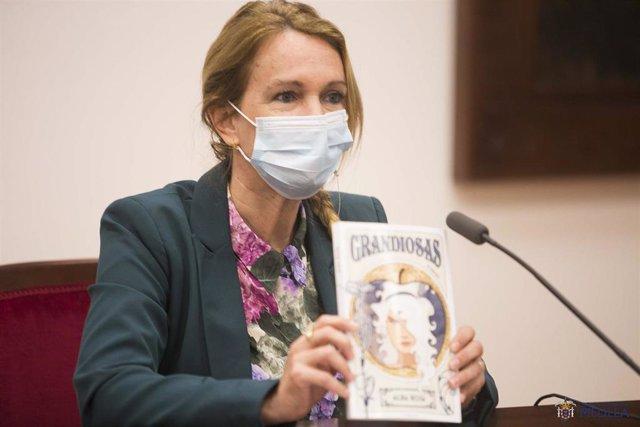 La consejera de Igualdad de Melilla Elena Fernández Treviño, del PSOE, hoy en rueda de prensa